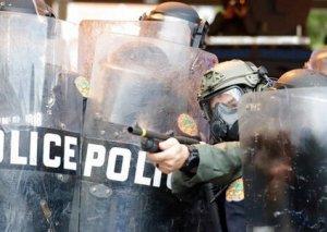 Floridada polis nümayişçilərə qarşı gözyaşardıcı qazdan istifadə edib
