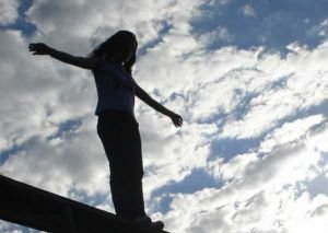 21 yaşlı qız məcburi evliliyə görə intihar etdi?