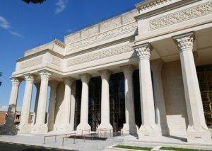 Prezident Gəncə Dövlət Dram Teatrının yeni binasının tikintisi ilə tanış olub
