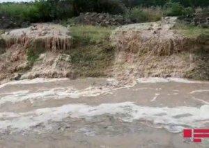 Gəncədə leysan yağıb, yaşayış evlərini, həyətyanı sahələri su basıb FOTO