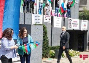 """""""Daş yağırdı, ancaq bir Azərbaycan bayrağı da yerə atılmadı"""""""