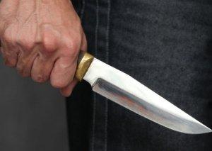 Salyanda 56 yaşlı kişi bıçaqlandı