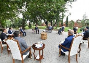 Azərbaycan Prezidentinin köməkçisi din xadimləri ilə Gəncədə görüş keçirib FOTOLAR
