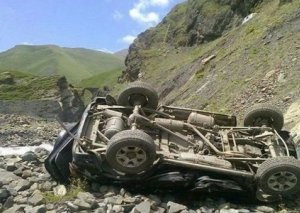 Şamaxıda avtomobil dərəyə aşdı, sərnişin ağır yaralandı