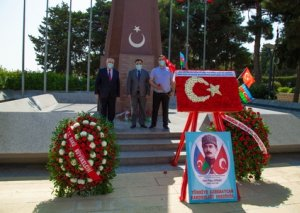 Bakı şəhərinin azad edilməsinin 102 illiyi ilə əlaqədar Türk Şəhidliyi ziyarət olunub - FOTOLAR
