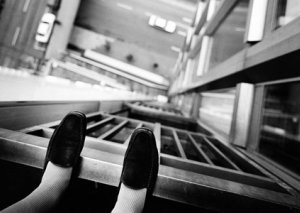 Bakıda 27 yaşlı qadın binadan özünü ataraq intihar edib