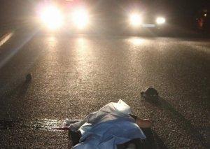 Bakıda avtomobil piyadanı vuraraq öldürdü