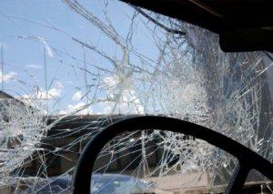 Bakıda mikroavtobus piyadanı vurduqdan sonra aşıb FOTO