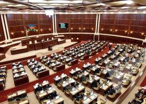 Parlamentdə koronavirus müzakirələri
