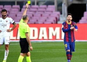 Messi qolu Maradonaya həsr edib, sarı vərəqə alıb - FOTO