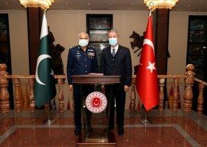Hulusi Akar Pakistan HHQ-nin komandanı ilə görüşüb FOTO
