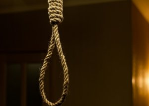 Qubada 48 yaşlı qadın intihar edib