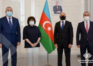 UNESCO Siyahısına daxil olmuş 4 elementin sertifikatları mədəniyyət naziri Anar Kərimova təqdim edilib FOTO