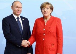 """Merkel Putinlə """"Şimal Axın 2"""" boru kəmərini müzakirə edib"""