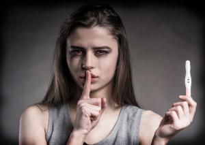 Azərbaycanda abortun qorxunc statistikası: 15-17 yaşlı 29 qadın