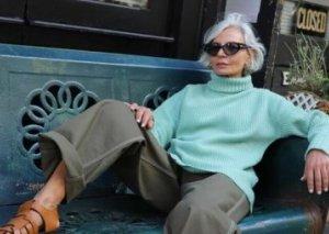 56 yaşında moda dünyasını silkələyən qadın kimdir? - FOTO