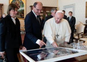 Messi köynəyini Roma Papasına hədiyyə göndərdi