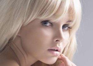 Qadının saç rəngi onun çox pul xərcləməsinə təsir edir?