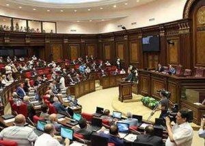 Ermənistan parlamenti toplanır - Müharibə tərəfdarı yeni spiker oldu