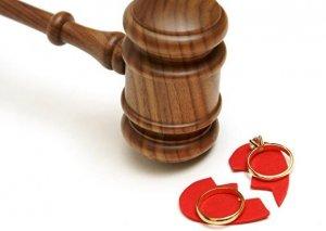 Maşın nömrəsindəki bir hərf boşanmaya səbəb oldu