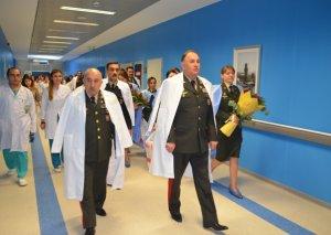 İki hərbçi ailəsi Silahlı Qüvvələrin Baş Klinik Hospitalında sevindi