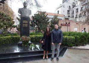 Leyla Əliyeva Heydər Əliyevin Tbilisidəki abidəsini ziyarət etdi -