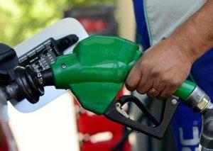 Azərbaycanda bahalaşan benzin Qazaxıstanda ucuzlaşdı