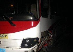 Paytaxtda minik maşını avtobusla toqquşdu
