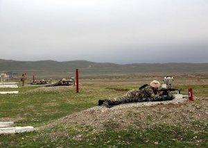 Silahlı Qüvvələrin rəhbər heyəti hərbi texnika və atıcı silahlardan atışları icra edib