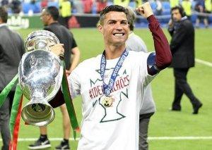 Ronaldo Avropada ilin idmançısı seçildi