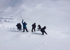 Alpinistlərin axtarışı davam edir,