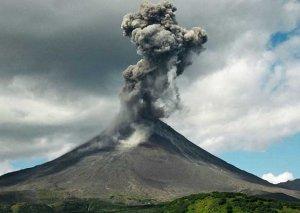 """Mayon vulkanı Filippində 12 min insanı """"köçürdü"""""""