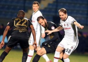 """""""Beşiktaş"""" 1/4 finalda, """"Başakşəhər""""dən erkən vida"""