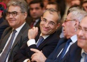 Mikayıl Cabbarov yeni vergi siyasətini müzakirə edir, deputat kəndlidən vergi yığmağa çağırır