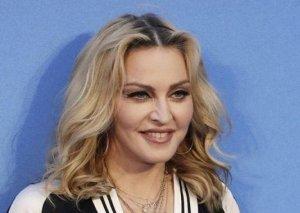 Madonnadan çılpaq selfi