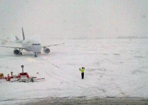 Brüssel aeroportunda güclü qar səbəbindən 130 uçuş ləğv edilib