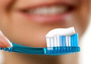 Dişləri təmizləməzdən qabaq fırçanı islatmaq vacibdirmi?