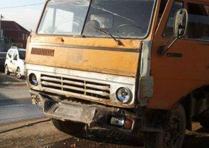 """Şirvanda mikroavtobusun """"KAMAZ""""la toqquşması nəticəsində 6 nəfər xəstəxanaya yerləşdirilib"""