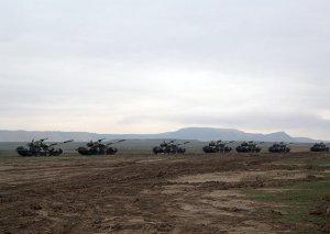 Azərbaycan Ordusunda təlimə cəlb edilmiş tank hərbi hissələri tapşırıqları yerinə yetirirlər