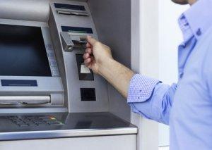 Bakıda bankomatdan pul çıxaran şəxsin pulları əlindən alınıb