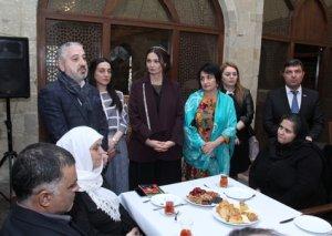 """Qənirə Paşayeva və """"Aprel 2016"""" təşkilatı Novruz bayramını şəhid ailələri ilə qarşılayıb"""