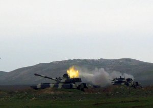 Raket və artilleriya bölmələri döyüş atışlı təlimlər keçirir