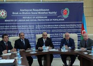 Səlim Müslümov Nazirlik yanında İctimai Şuranın üzvləri ilə görüşüb