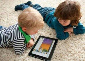 Virtual autizm yayılır – Körpələri telefon və televizordan uzaq tutun