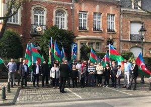Brüsseldə yaşayan azərbaycanlılar həmrəylik aksiyası keçiriblər