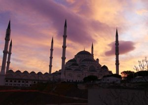 İstanbulda dünyanın ən böyük məscidi tikilib