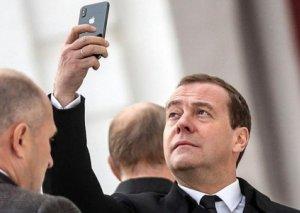 Medvedev sanksiyalara cavab olaraq Amerika mallarının qadağan edilməsini təklif edib