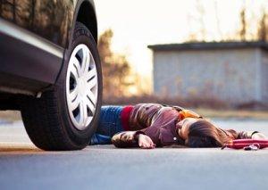 Bakıda avtomobil iki nəfəri vurub, piyadalardan biri ölüb