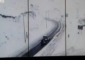 Qonşu ölkəyə 30 santimetr qar yağdı, yollar buz bağladı