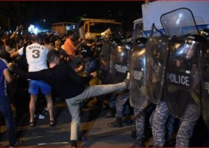 Yerevan polisi aksiyaçıları xüsusi vasitələrdən istifadə edəcəyi ilə hədələyib